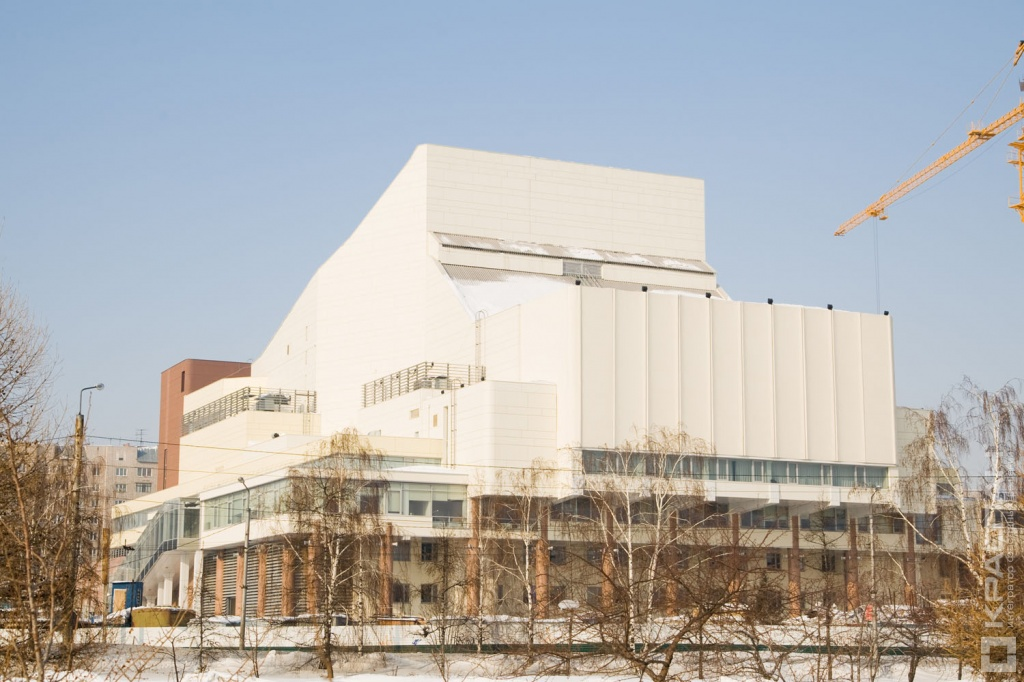 Большой концертный зал, Красноярск: http://www.kraspan.ru/objects/big-concert-hall/